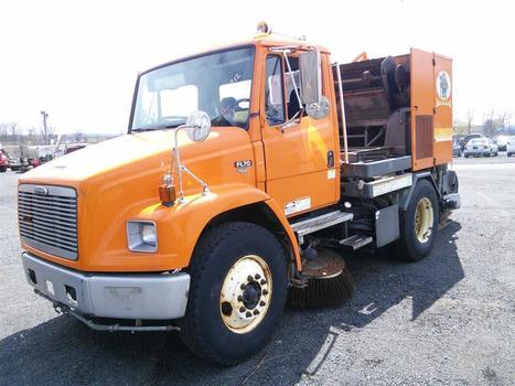 2000 Five Star  (Freightliner) Broom Bear (Hartford, CT 06114)