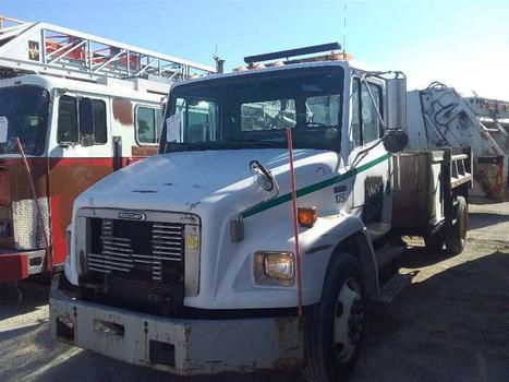 2000 Freightliner Fl60 (Medford, NY 11763)