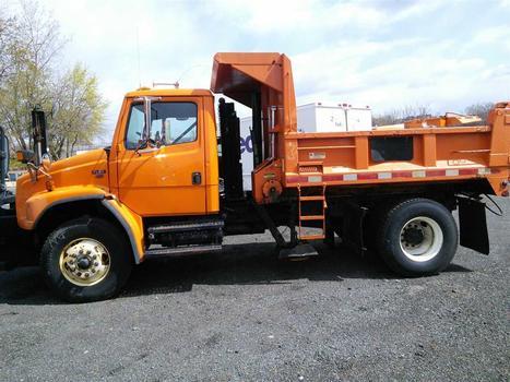 2000 Freightliner FL80 (Hartford, CT 06114)