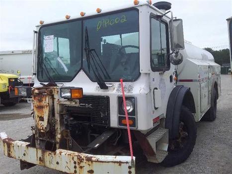 2000 Mack MR690P (Medford, NY 11763)