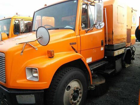 2001 Elgin (Freightliner) Broom Bear (FL42) (Hartford, CT 06114)