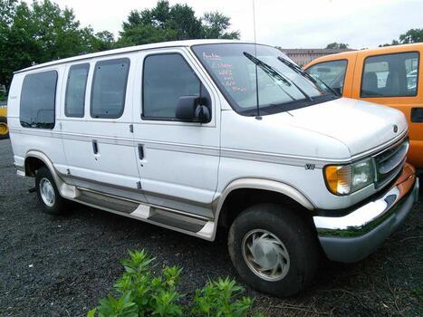 2001 Ford Econoline E150 (Hartford, CT 06114)