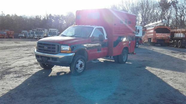 2001 Ford F450 (Medford, NY 11763)