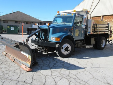 2001 International 4900 DT466E w/10' Gledhill Plow (Northwood, OH 43619)