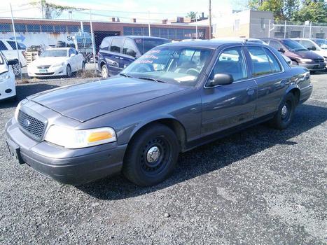 2002 Ford Crown Victoria (Hartford, CT 06114)