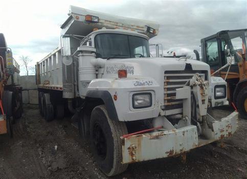 2002 Mack RD688S (Medford, NY 11763)