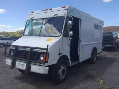 2002 Workhorse P42 (Medford, NY 11763)