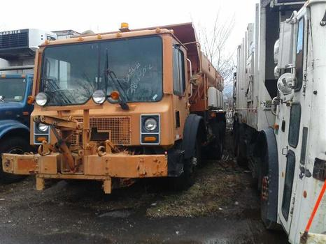 2003 Mack Mr688S (Brooklyn, NY 11214)