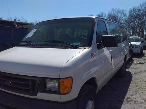 2004 Ford E350 (Medford, NY 11763)