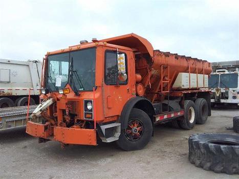 2004 Mack Mr688S (Medford, NY 11763)