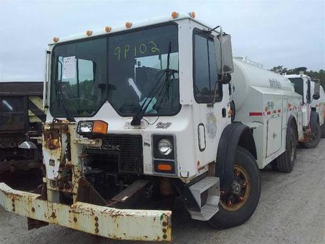 2004 Mack MR690P (Medford, NY 11763)