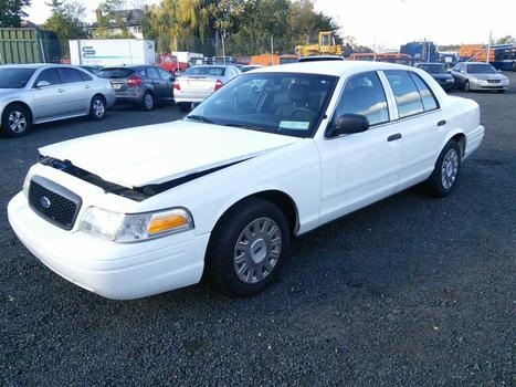 2005 Ford Crown Victoria (Hartford, CT 06114)