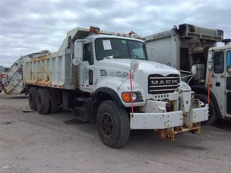 2005 Mack Cv713 (Medford, NY 11763)