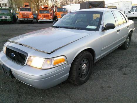 2006 Ford Crown Victoria (Hartford, CT 06114)
