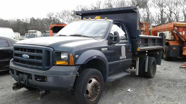 2006 Ford F450 (Medford, NY 11763)