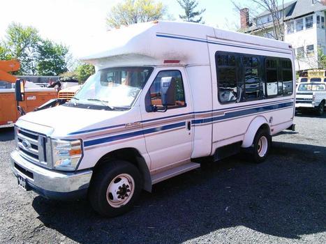 2008 Ford E-350 (Hartford, CT 06114)