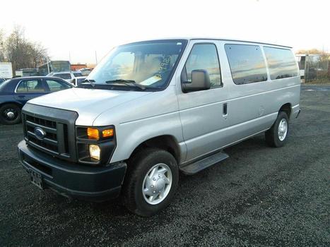 2009 Ford E-350 (Hartford, CT 06114)