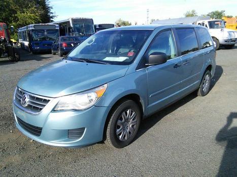 2009 Volkswagen Routan (Hartford, CT 06114)