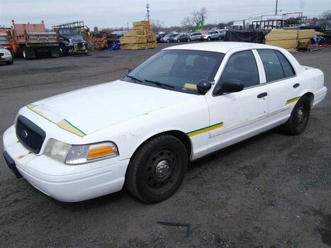 2010 Ford Crown Victoria (New London, CT 06320)