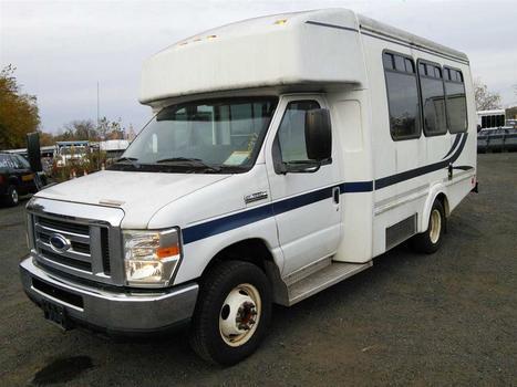 2013 Ford E350 (Hartford, CT 06114)