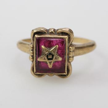 9kt Gold 1.62g Ring With Red Inlay