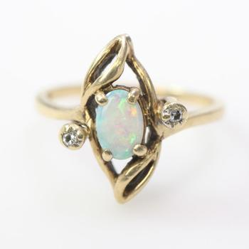 9kt Gold 2.41g Ring With Iridescent And Clear Stones