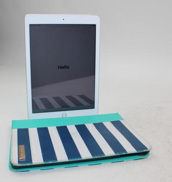 Apple IPad 5th Gen, 32GB, Unknown Carrier, Activation Locked, Sold For Parts