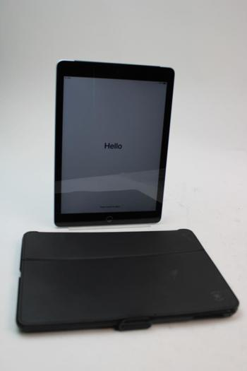 Apple IPad 6th Gen, 32GB, Unknown Carrier, Activation Locked, Sold For Parts