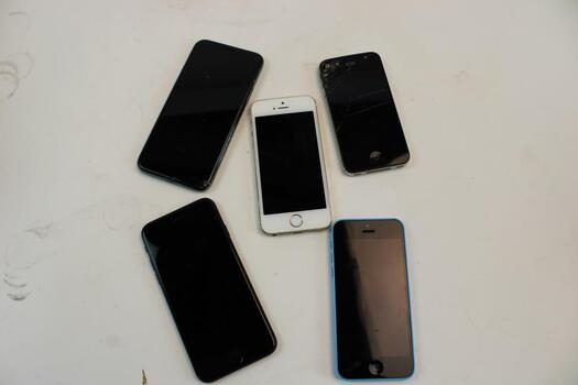 Apple IPhone Cell Phone Lot, 5 Pieces, Sold For Parts
