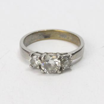 Fashion Ring With Clear Stones