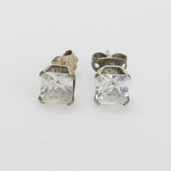 Silver 1.5g Stud Earrings With Clear Stones