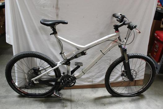 Specialized Stumpjumper Full Suspension Mountain Bike