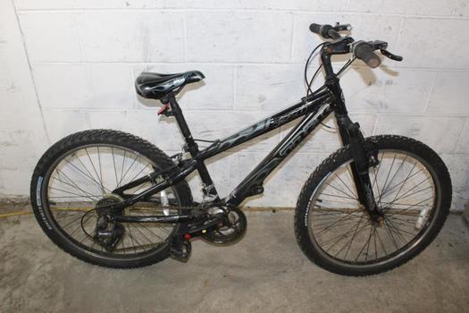 Trek MT220 Mountain Bike