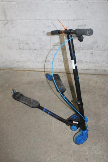 Yvolution Self Propelled LED Scooter