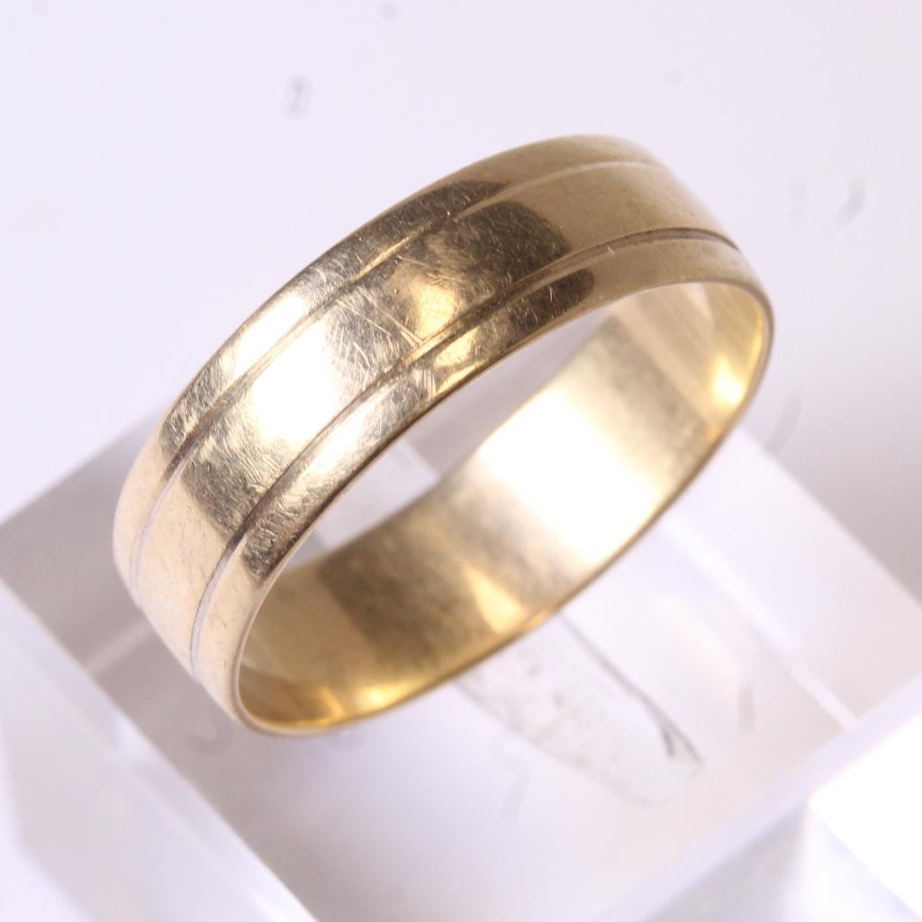 10kt Gold 4g Beveled Wedding Band Ring Property Room