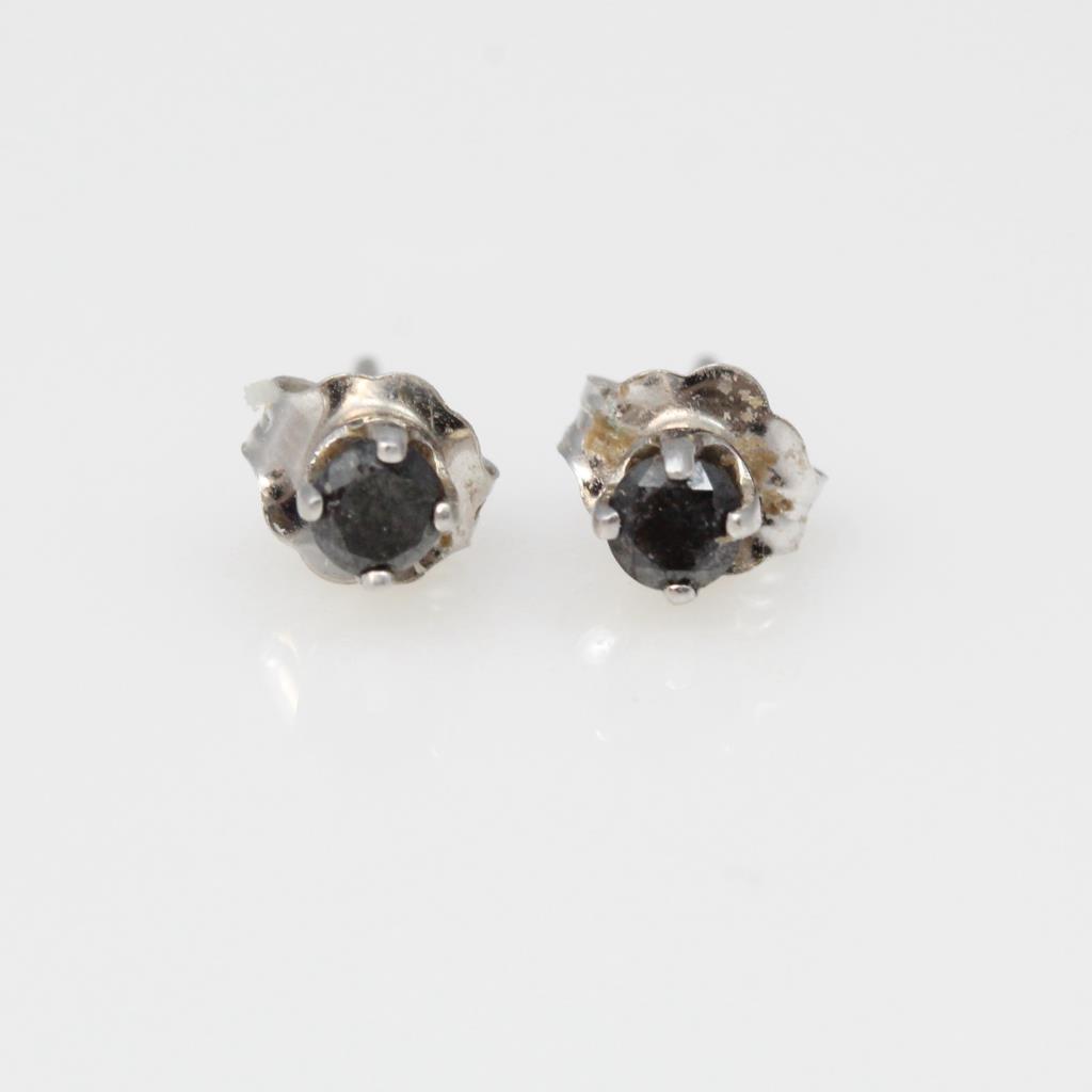 11kt White Gold 0 3g Stud Earrings With Black Stones