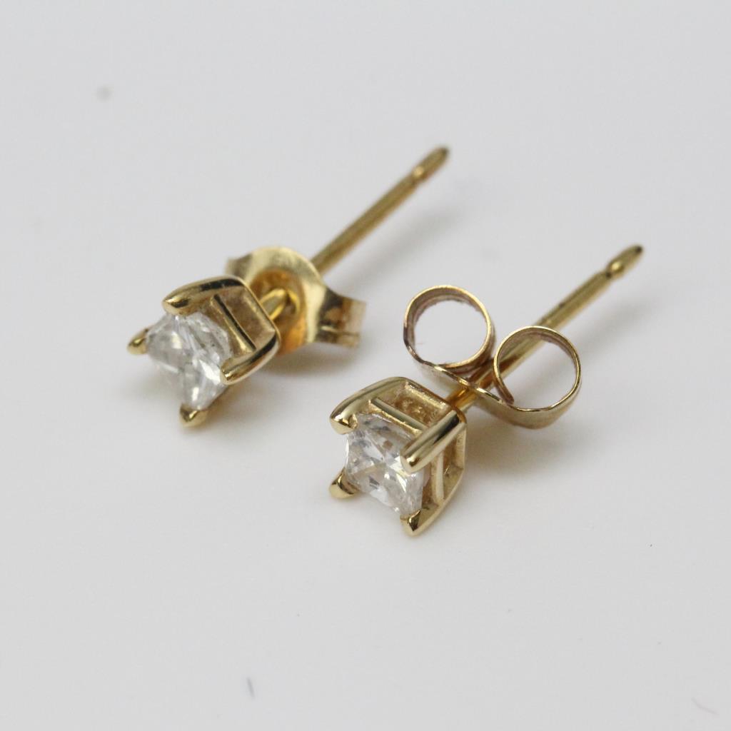 14kt Gold 0 3g Helzberg Diamond Stud Earrings