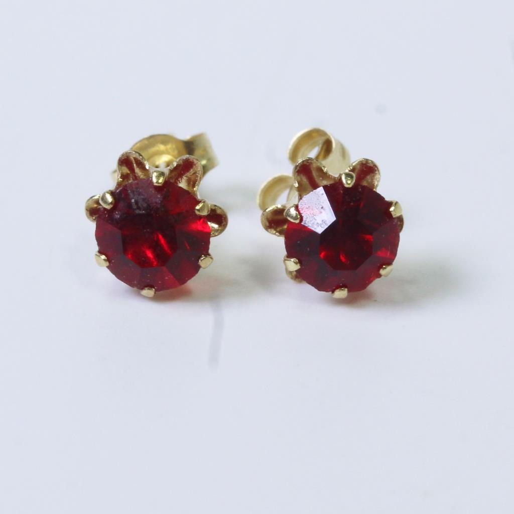 cb5388f1b An image relevant to this listing. 14kt Gold 0.4g Red Stone Stud Earrings