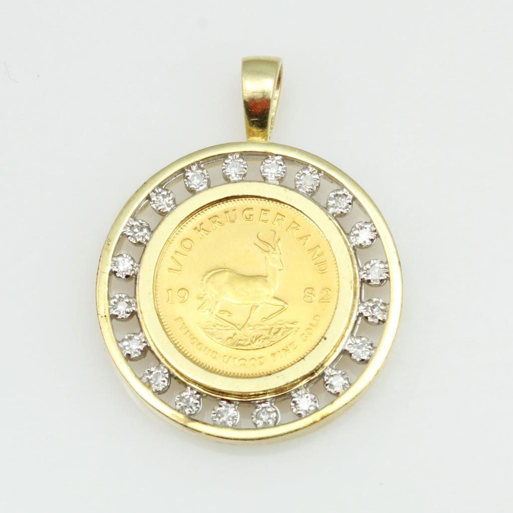 14kt Gold 9g Pendant With Small Diamond Accents And 1 10