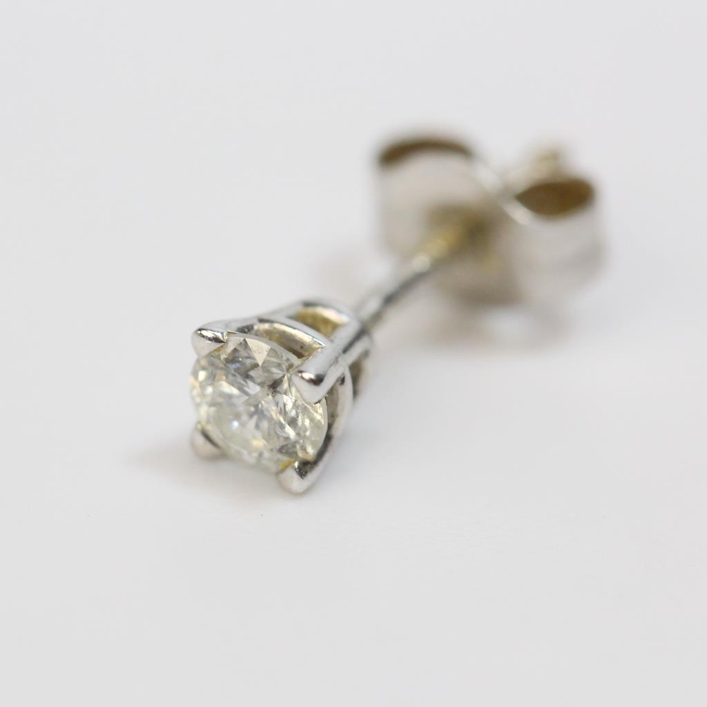 fc94be9b36f891 14kt White Gold 0.2g Single Diamond Stud Earring | Property Room