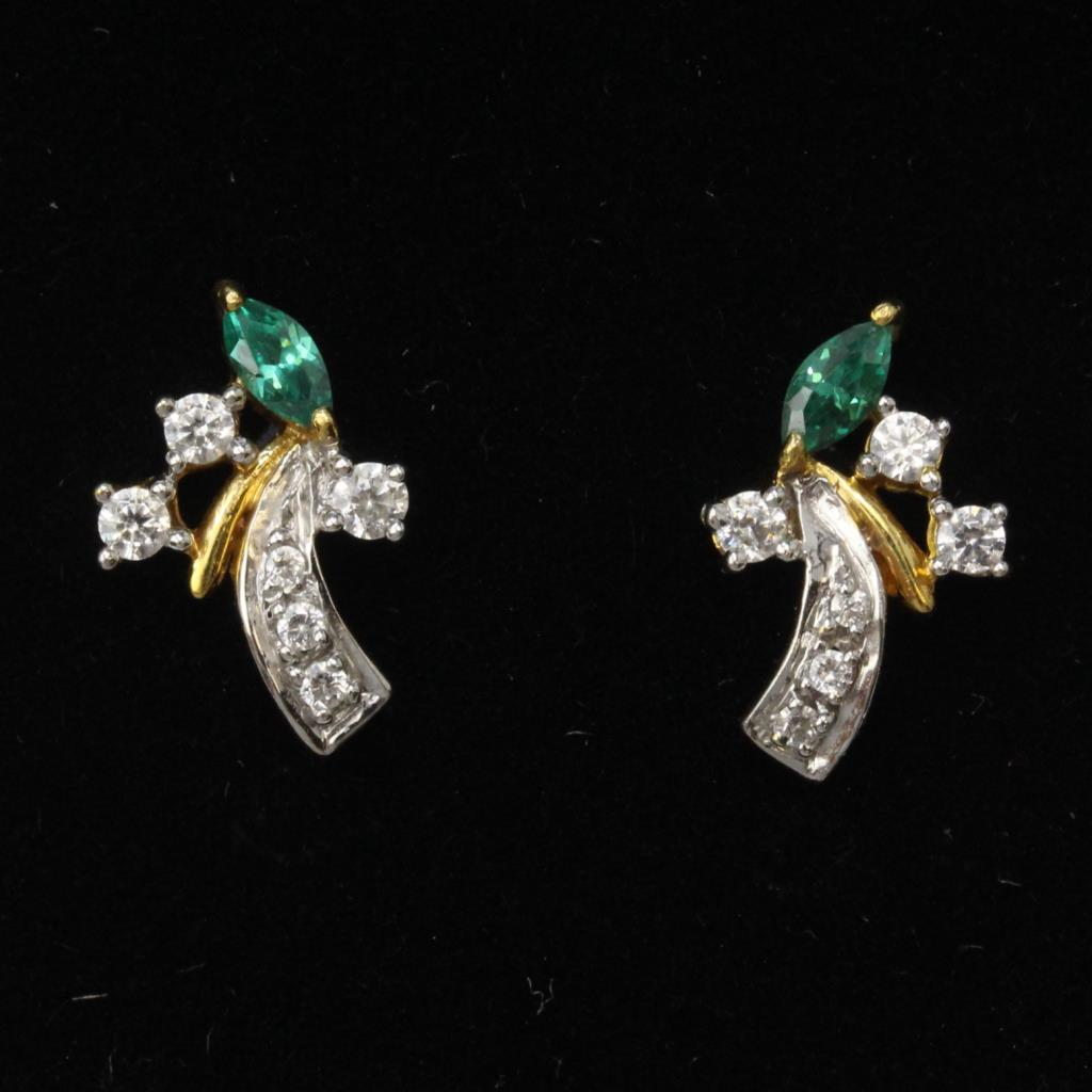 22a8b2432 18kt Gold 2g Green And Clear Stone Stud Earrings | Property Room