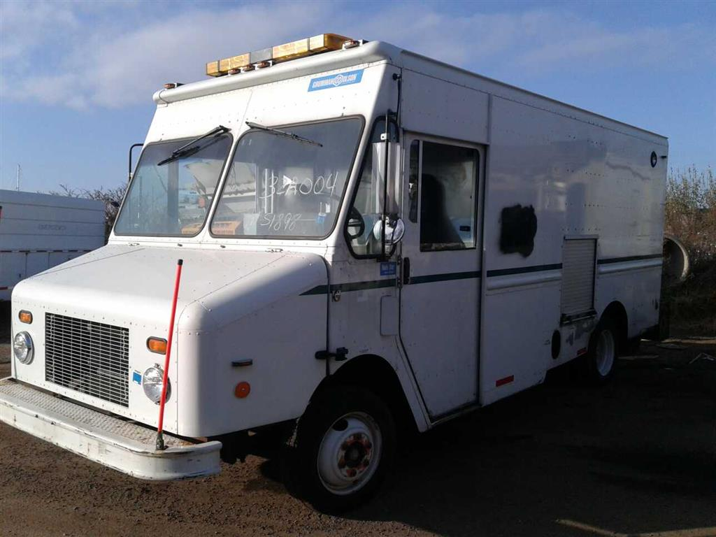 2000 Freightliner Mt45 Chassis (Brooklyn, NY 11214) | Property Room