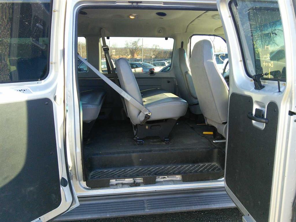 2006 Ford E350 12 Penger Van