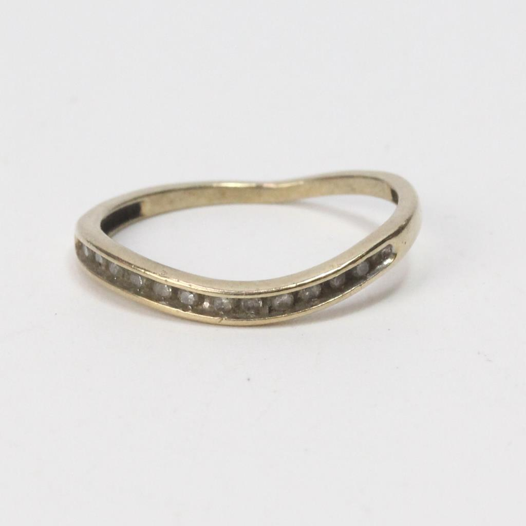 9k Gold 1 21g Ring With Diamonds