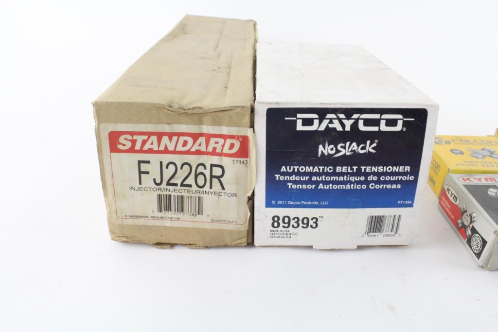 CURT 58201 Packaged 4-Way Flat Dust Cap