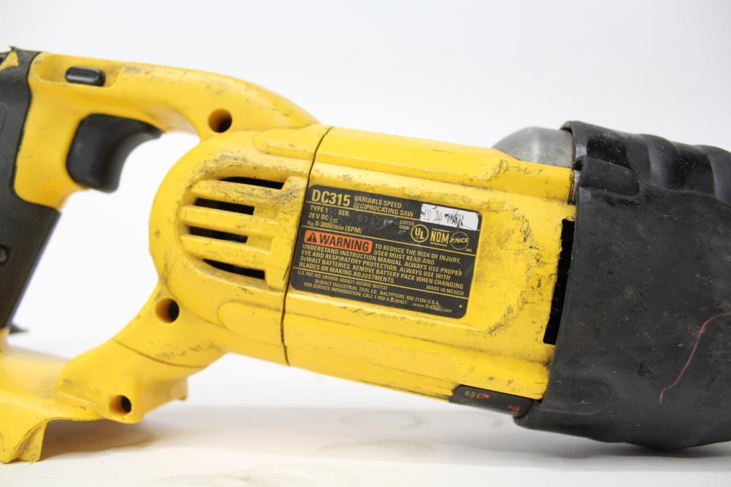 Dewalt reciprocating saw and skilsaw circular saew property room dewalt reciprocating saw and skilsaw circular saew keyboard keysfo Images