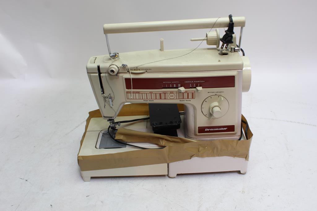 Dressmaker 40 Z Sewing Machine Property Room Best Dressmaker Special Sewing Machine