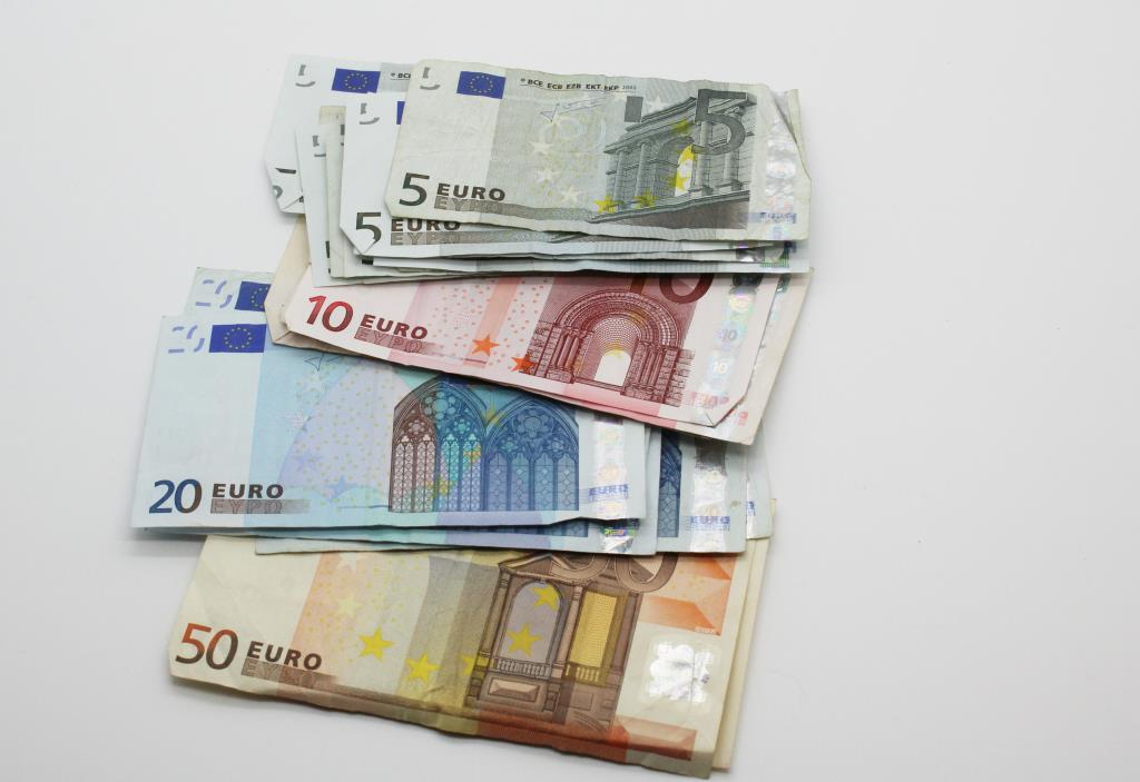 Foreign Currency 24 Banknotes Eqauling 310 Euros
