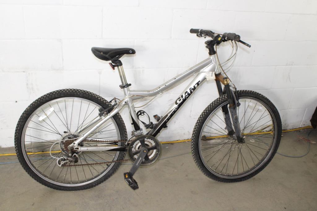 75e990d56f1 Giant Boulder Se Mountain Bike | Property Room