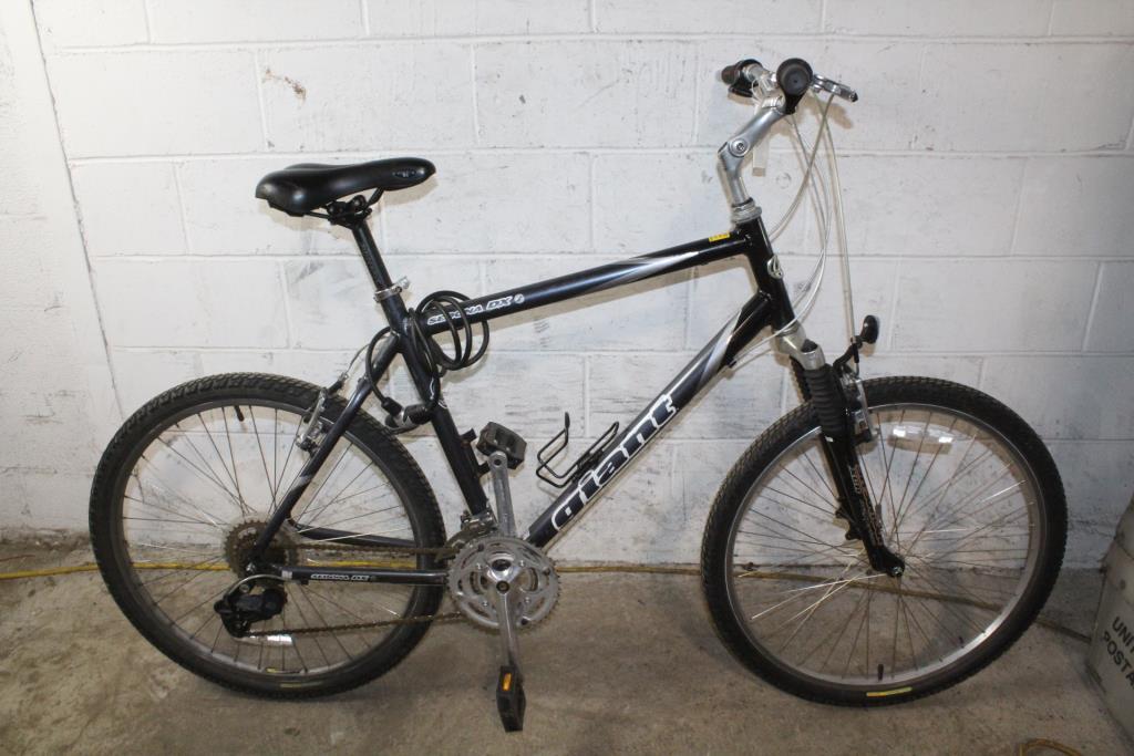 Giant Sedona DX Hybrid Bike | Property Room